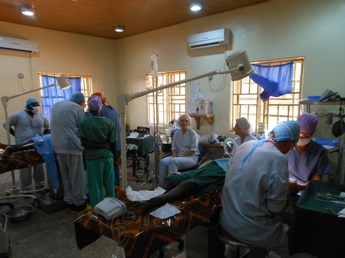 Twee operatieteams simultaan aan het werk op de OK