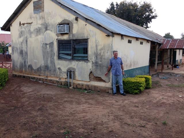 oud-laboratoriumgebouw-in-mangu