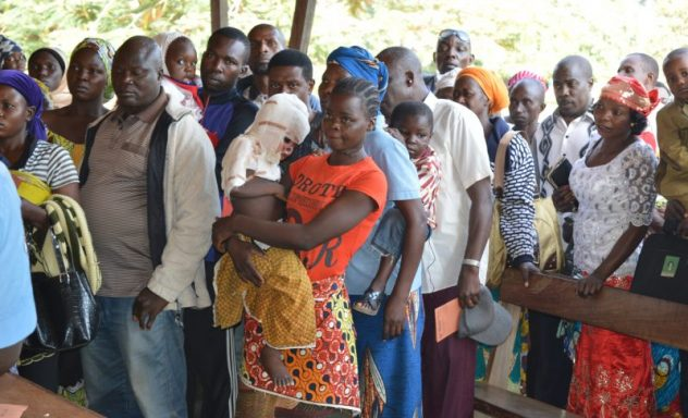 Wachten om gezien te worden door de dokter (Nigeria)