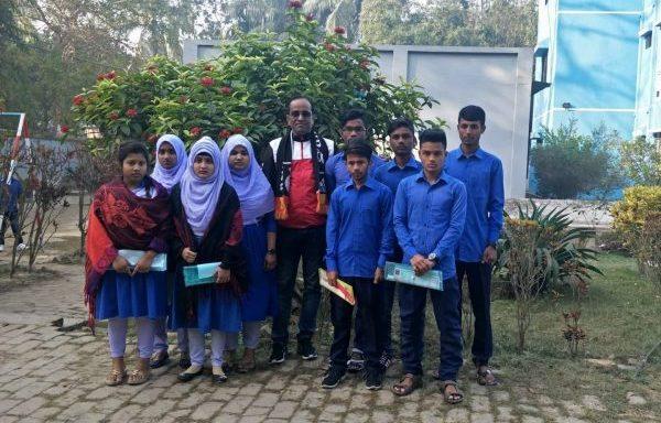 Kinderen uit het HCH doen examen voor Secondary School (Bangladesh)